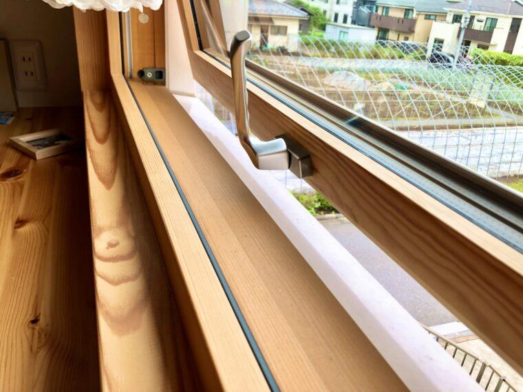 スウェーデンハウスのレールがない窓
