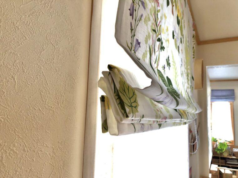 スウェーデンハウスの窓につけるシェードカーテン